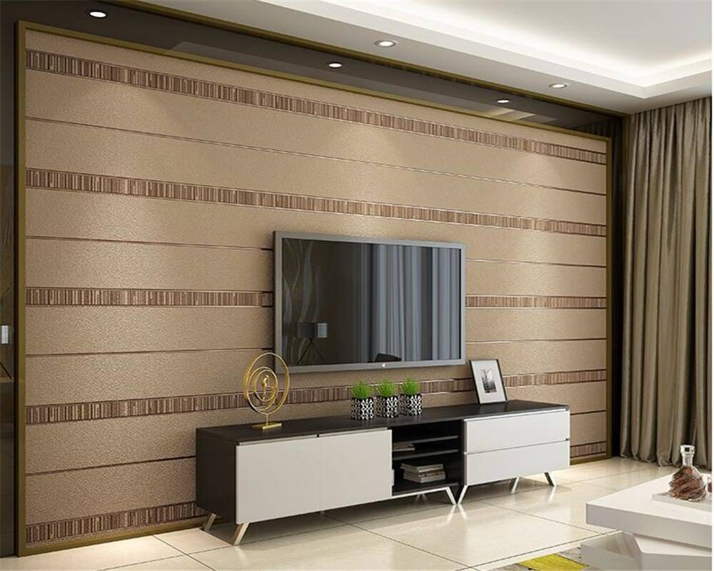 طراحی پشت تلویزیون با کاغذ دیواری قهوه ای طرح افقی