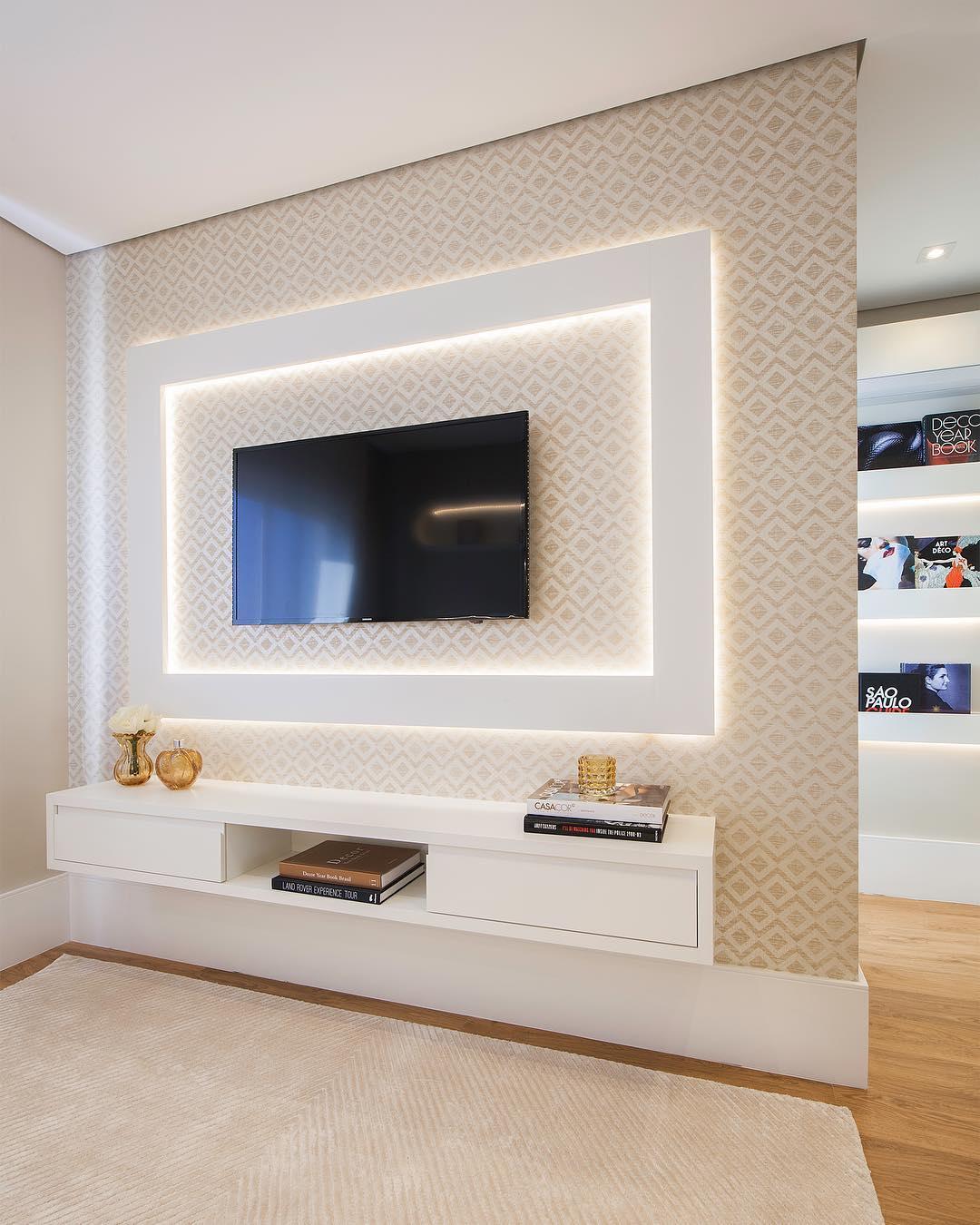دکوراسیون دیوار پشت تلویزیون با کناف و کاغذ دیواری در خانه مدرن