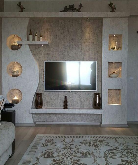 دکوراسیون دیوار پشت تلویزیون با کناف قفسه بندی شده خاکستری