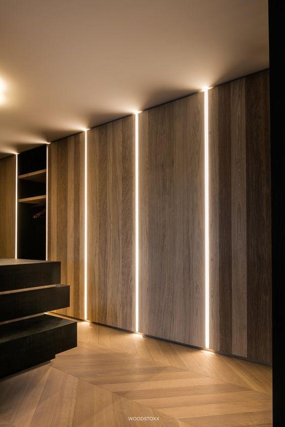 نور پردازی مخفی در دیوار پذیرایی مدرن