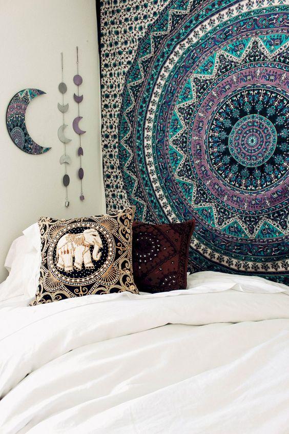 استفاده از پارچه هندی برای دیزاین دیوار اتاق خواب