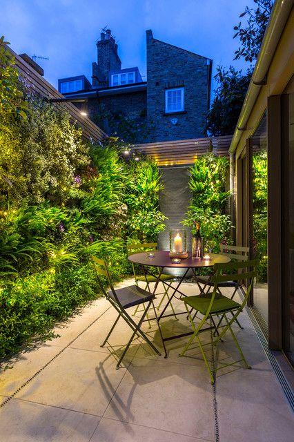 دیوار سبز در حیاط