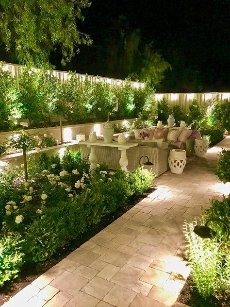 نور پردازی دیوار حیاط