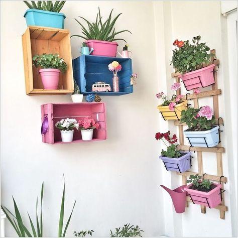 استفاده از وسایل دور ریختنی برای دیزاین دیوار حیاط