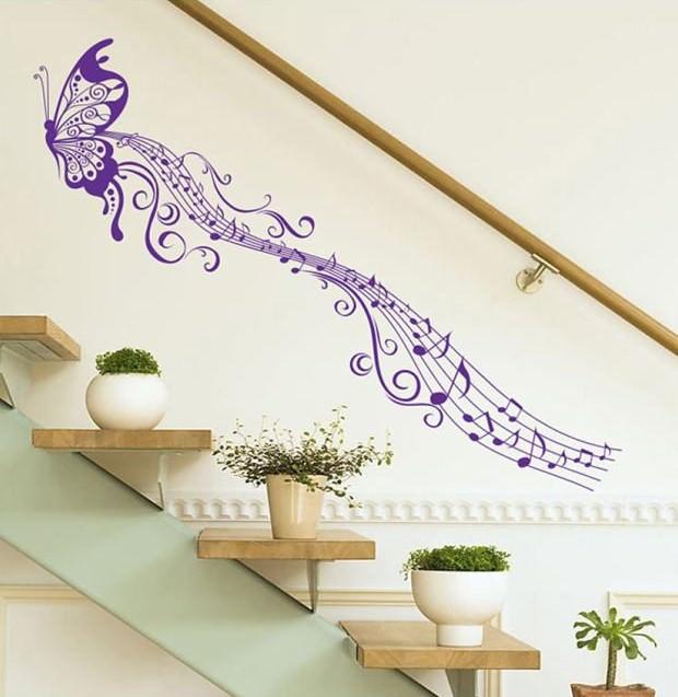 تزیین دیوار راه پله با شابلون نقاشی طرح پروانه