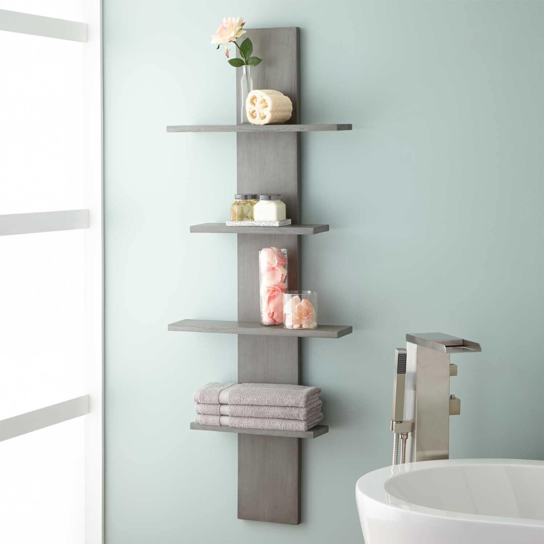 تزیین دیوار حمام و سرویس بهداشتی با شلف دیواری چوبی طوسی مدرن