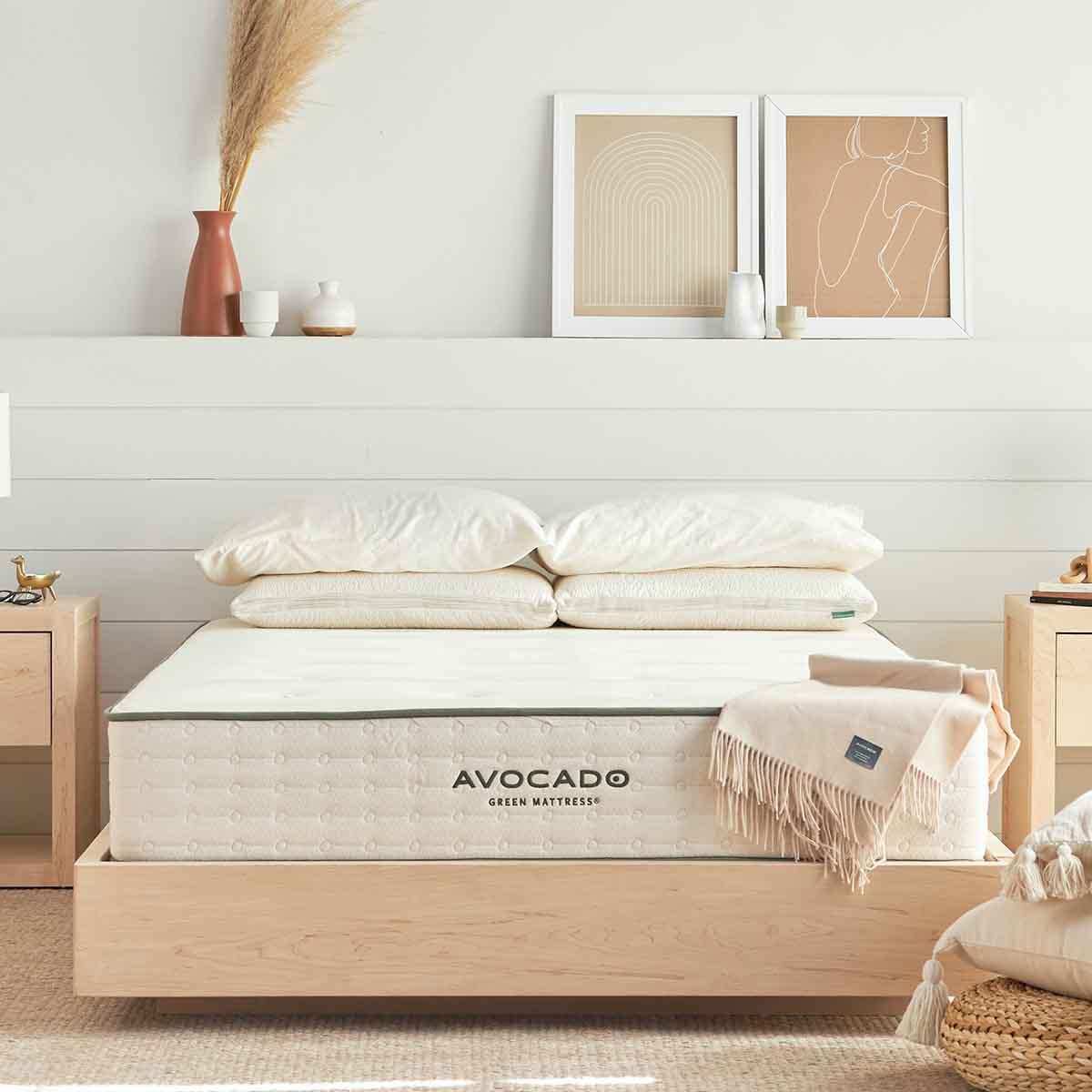 تخت خواب دو نفره ساخته شده از چوب افرا