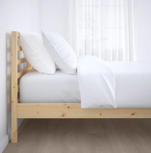 تخت خواب ساخته شده از چوب کاج