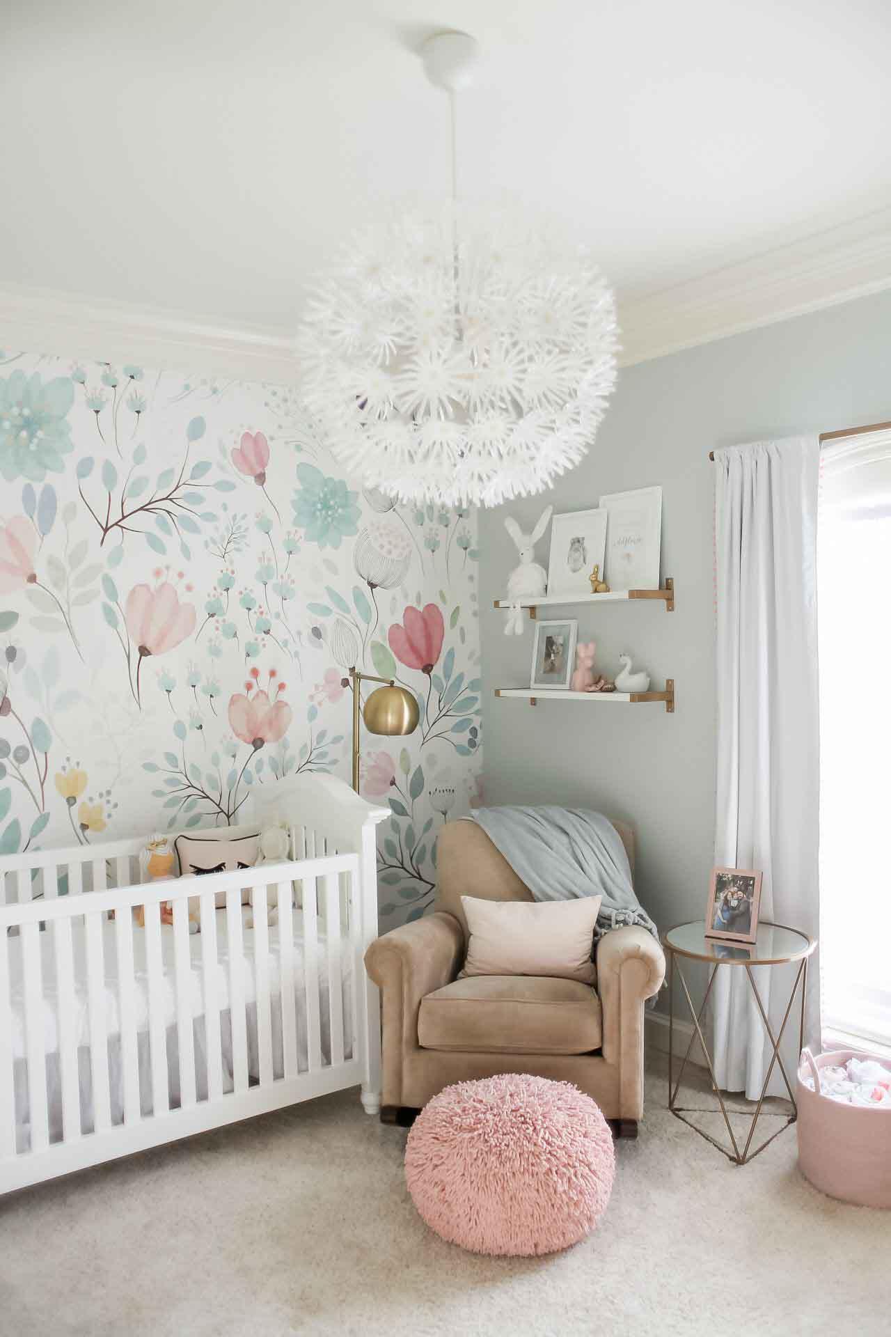 تزیین دیوار اتاق کودک با پوستری دیواری طرح برگ و گل