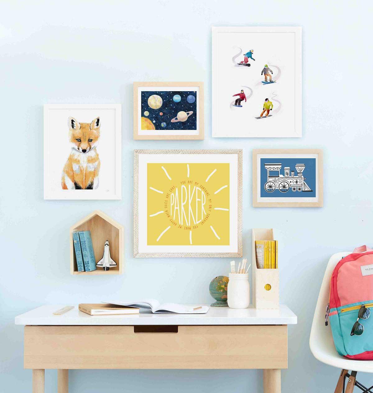 تزیین دیوار اتاق کودک با نصب تابلوهای دیواری روباه و منظومه شمسی