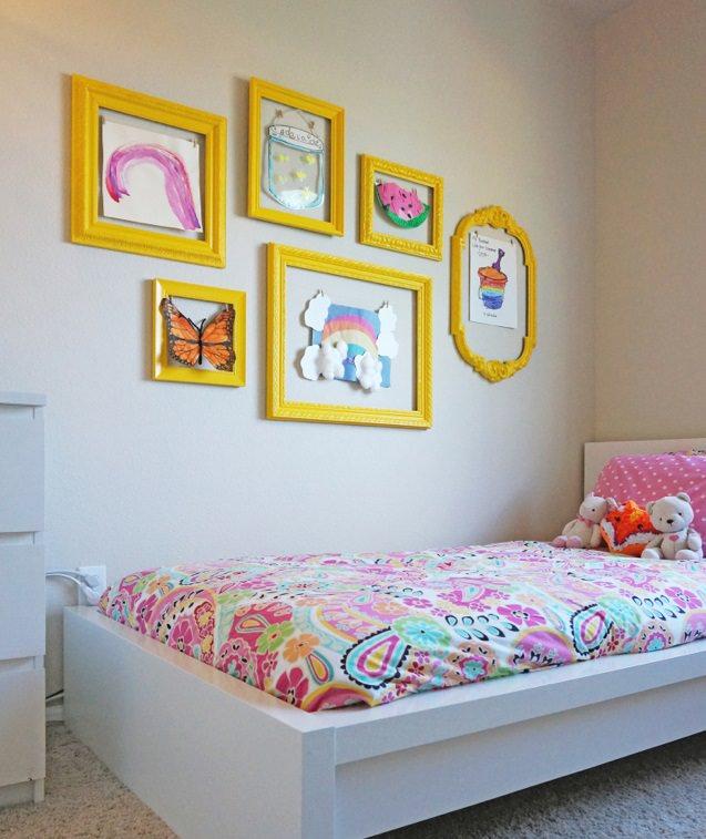 تزیین دیوار اتاق کودک با ایجاد گالری دیواری از نقاشی های کودک