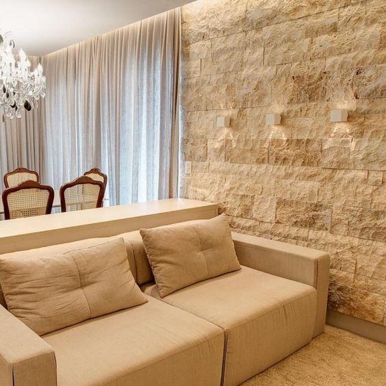 تزیین دیوار پذیرایی با سنگ آنتیک