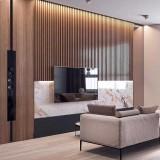 طراحی دیوار پشت تلویزیون با چوب و سنگ مرمر